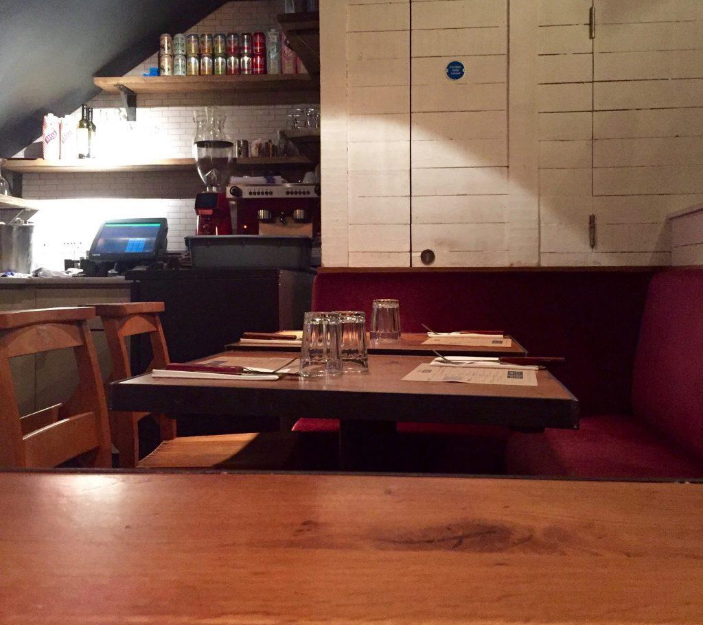 Jamies Pizzeria - Interior Bench
