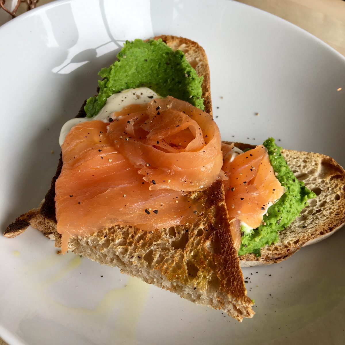 Spurtle & Spoon Smoked Salmon, Pea Puree, Lemon and Pepper Creme Fraiche Sourdough Toast Image Credit Bitten Oxford bittenoxford.co.uk
