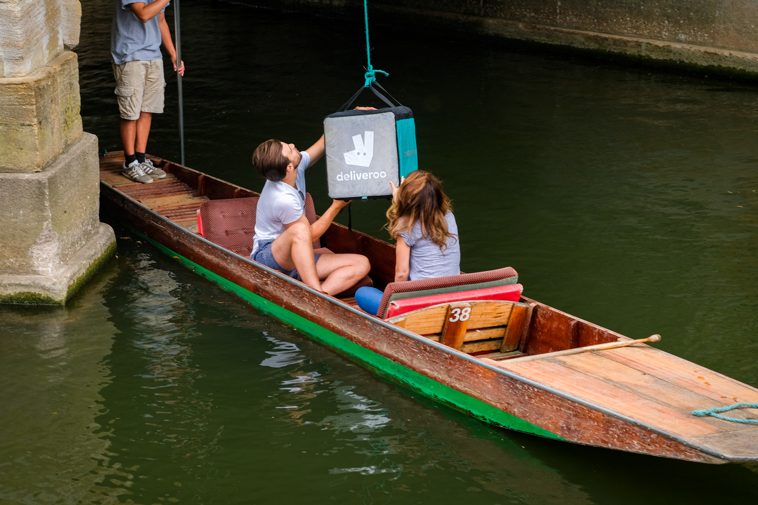 Deliveroo Oxford boat delivery