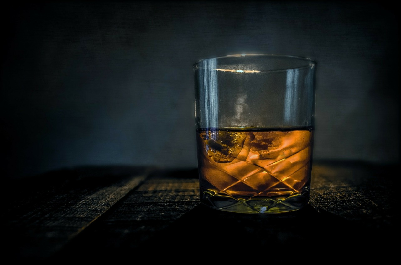 Whisky glass with ice
