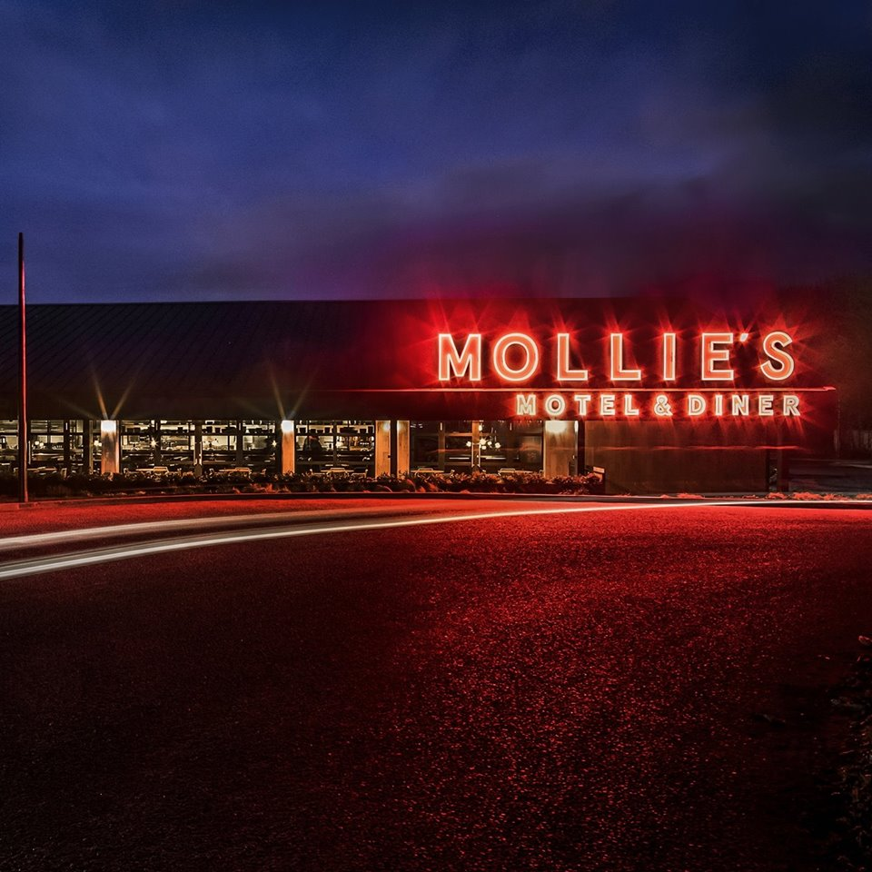 Mollies motel & diner exterior